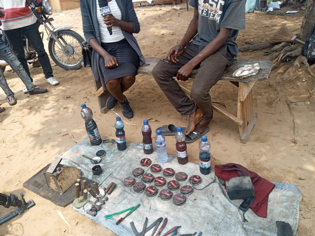 À Kinshasa, être sourd ou muet, c'est vivre un calvaire. Freddy Mbuyi et Vital exercent le métier de cireur de chaussures.