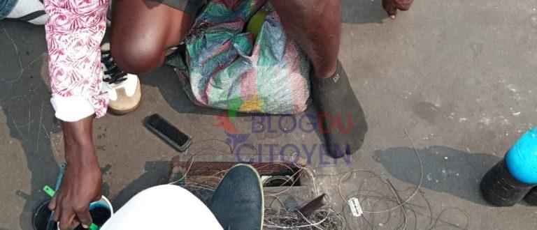 Article : Cireur de chaussures, un métier qui nourrit des familles à Kinshasa